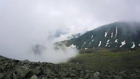 Si appanna il lasso di tempo Paesaggio della montagna Riscaldamento globale archivi video