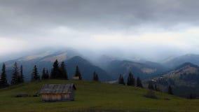Si appanna il lasso di tempo Paesaggio della montagna Riscaldamento globale 1920x1080 video d archivio