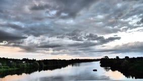si appanna la riflessione del fiume Fotografia Stock