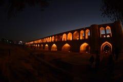 Si-nolla-seh pol, Khajoo bro på solnedgången i Esfahan, Iran September 14, 2016 Royaltyfri Foto