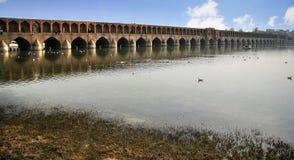 SI o elle jettent un pont sur - Isphahan - l'Iran Photos stock