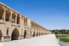SI o elle pont de Pol un jour ensoleillé en été à Isphahan, Iran Photographie stock libre de droits