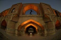Si-o-seh политик, мост Khajoo на заходе солнца в Esfahan, Иране 14-ое сентября 2016 Стоковые Изображения