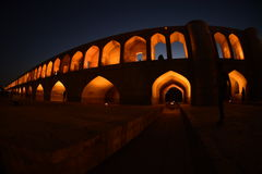 Si-o-seh политик, мост Khajoo на заходе солнца в Esfahan, Иране 14-ое сентября 2016 Стоковое Изображение