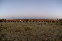 SI-o-seh pôle, pont de Khajoo au coucher du soleil dans Esfahan, Iran 14 septembre 2016 Image stock