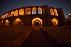 SI-o-seh pôle, pont de Khajoo au coucher du soleil dans Esfahan, Iran 14 septembre 2016 Photo libre de droits