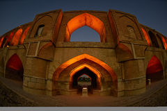 SI-o-seh pôle, pont de Khajoo au coucher du soleil dans Esfahan, Iran 14 septembre 2016 Images stock