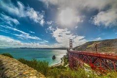 Si rannuvola golden gate bridge a San Francisco fotografia stock
