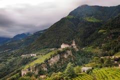 Si rannuvola il castello del Tirolo Immagine Stock Libera da Diritti