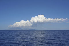 Si rannuvola il mare ionico fotografia stock