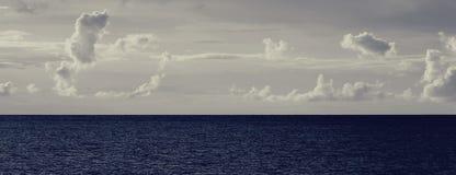 Si rannuvola l'oceano Immagini Stock Libere da Diritti