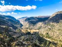 Si rannuvola una valle e un fiume fotografie stock