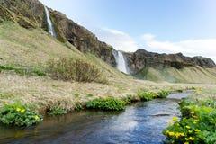 Si usted el ` VE nunca caminó detrás de una cascada, aquí el ` s un buen lugar imagen de archivo