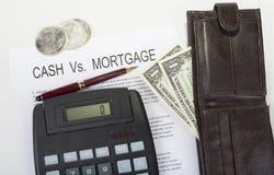 Si vous maison de achat comparez l'argent liquide contre le versement hypothécaire images stock
