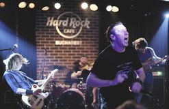 Si Zdub de Zdob no concerto, o Hard Rock Café, Bucareste, Romênia Imagem de Stock