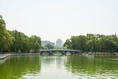 Ásia China, Pequim, parque de Taoranting, paisagem de Œsummer do ¼ do bridgeï do furo de Œthree do ¼ de Viewï do lago Imagem de Stock