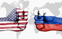 Sia in conflitto fra U.S.A. e la Russia - pugni maschii fotografia stock libera da diritti