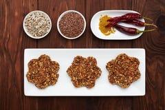 Sia a dieta la selezione del superfood della disintossicazione in ciotole bianche della porcellana Fotografie Stock Libere da Diritti