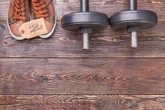 Sia nella forma fisica con le teste di legno Fotografie Stock