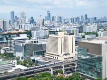 Siam-quadratische Einkaufenbereiche mit Skytrain, Bangkok stockfotos