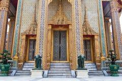 Siamesische Art Tür des Tempels Stockbilder