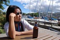 Siamesische Frau im Jachthafen Lizenzfreies Stockfoto
