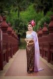 Siamesische Frau im traditionellen Kostüm Lizenzfreies Stockfoto