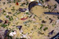 Siamesische Huhnkokosnußsuppe Stockfoto