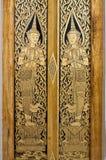 Siamesische Kunst auf Tür Stockfotos
