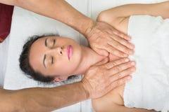 Siamesische Massage perfekte Gesichtshaut Stockbild