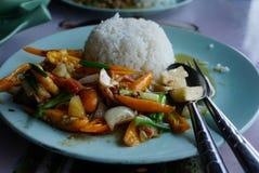 Siamesische Nahrung - Stirfischrogen #6 Gebratener Gemüsepaprika mit Garnele Stockfotos