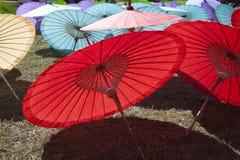 Siamesische Papiersonnenschirme Stockbilder