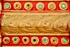Siamesische Zeile auf einer Tempelwand Stockfotografie