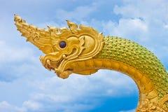Siamesischer Drache oder König der Nagastatue Stockfotos