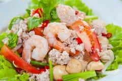 Siamesischer zurechtgemachter würziger Salat mit Garnele, Schweinefleisch Lizenzfreies Stockfoto