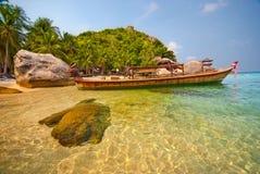 Siamesisches Boot in einer Lagune Stockfotografie