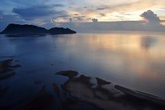 Siamesisches Meer in der Dämmerung am Prachuap Schacht stockfotografie