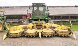 siana i kukurudzy siekacz na gospodarstwie rolnym zdjęcia stock