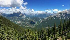 Siarczana góra w Banff parku narodowym w Kanadyjskich Skalistych górach Obraz Royalty Free