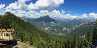 Siarczana góra w Banff parku narodowym w Kanadyjskich Skalistych górach Zdjęcie Royalty Free
