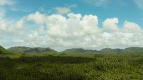 Siargaoeiland met heuvels en bergen, Filippijnen stock footage