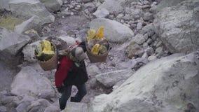 Siarka pracownik, góry Kawah Ijen wulkan zdjęcie wideo
