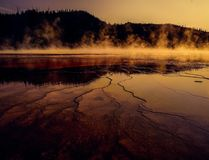 Siarkowy & Acidic gorąca woda basen Yellowstane obrazy royalty free