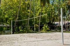 Siatkówka plac zabaw przy tropikalnym kurortem blisko dżungli Zdjęcia Royalty Free