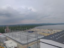 Siatki stacja pod Chmurnego nieba i morza widokiem obrazy stock