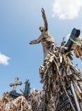 SIAULIAI, LITUÂNIA - 12 DE JULHO DE 2015: O monte das cruzes Imagem de Stock