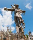SIAULIAI, LITUÂNIA - 12 DE JULHO DE 2015: O monte das cruzes Imagens de Stock
