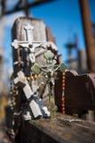 SIAULIAI, LITUÂNIA - 12 DE JULHO DE 2015: O monte das cruzes (Kryziu Fotos de Stock Royalty Free