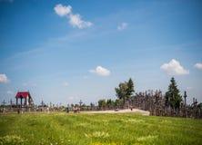 SIAULIAI, LITUANIA - 22 LUGLIO 2018: La collina degli incroci è un unico Fotografia Stock