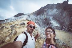 Sibayak vulkan, gr?nsm?rke f?r ?nga ber?md loppdestination f?r aktiv caldera naturlig och turist- dragning i Berastagi Sumatra royaltyfria bilder